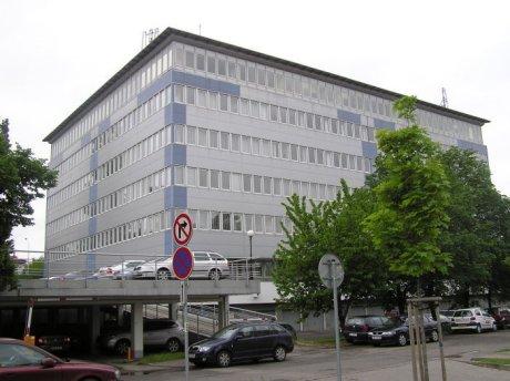 Pohled ba office budovu CZMI